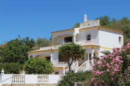 4 bedroom villa with pool and sea view near Loule